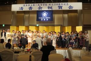 一女・二女の先輩方と清香会音楽部による校歌斉唱