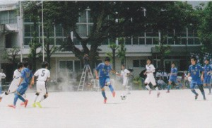 熱戦を繰り広げるサッカー部